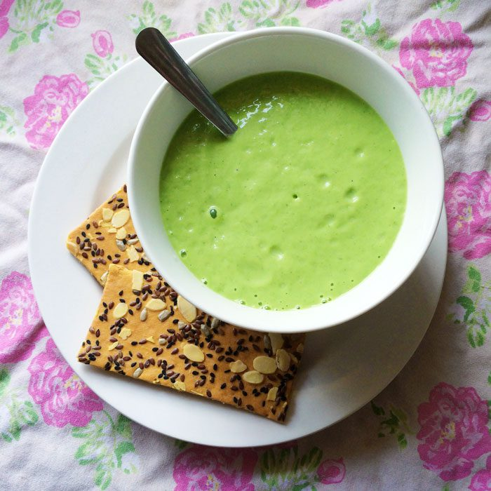 Pea avocado and mint soup with crackers