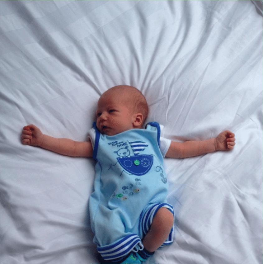 1 week old newborn baby-sml2.jpg