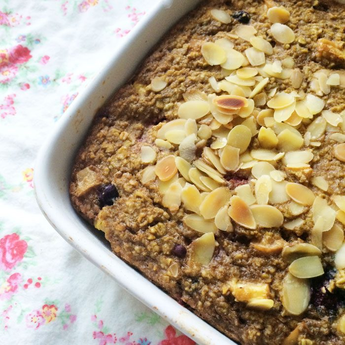 Baked oats with apple and cinnamon