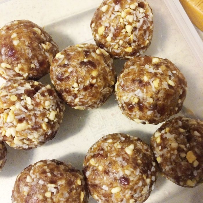 Cashew coconut lucuma snack balls