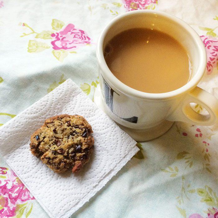 Chai tea and cookie