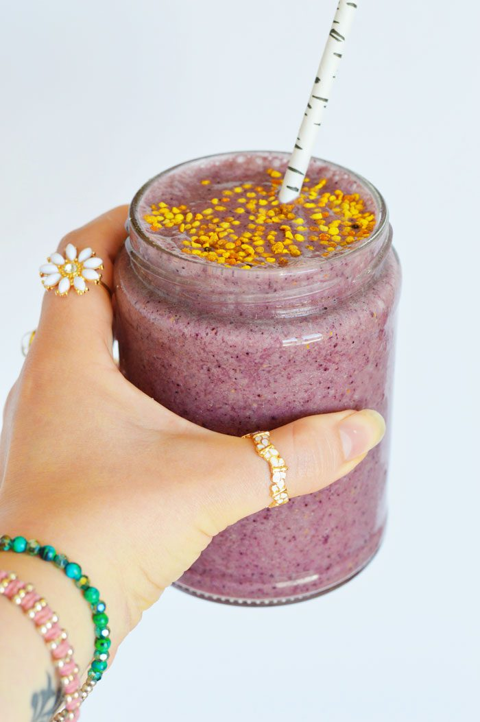 Creamy cashew berry superfood smoothie 3