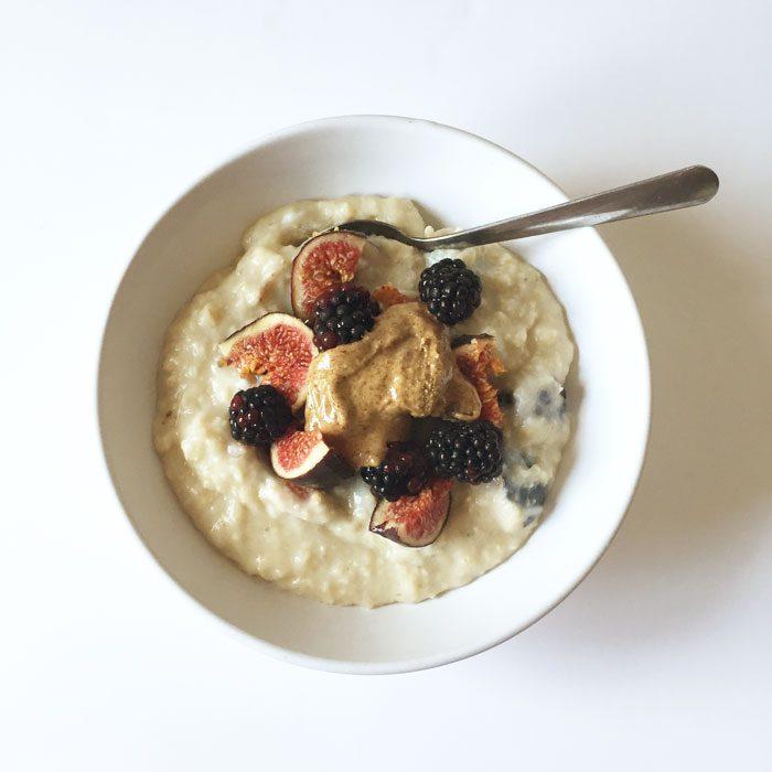Fig and blackberry porridge