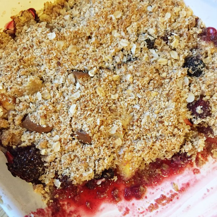 Peach and blackberry healthy crumble