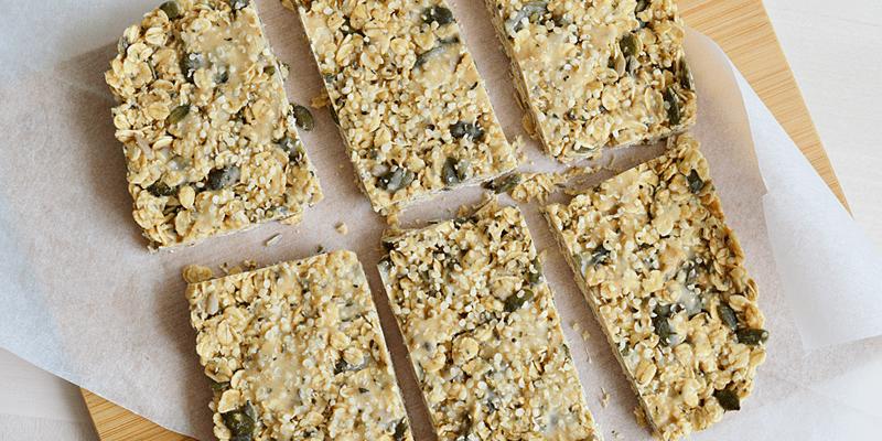 Peanut and seed breakfast bar (vegan + high protein)